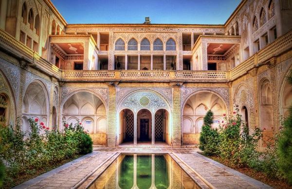 معماری تاریخی ایرانی در خانه عباسیان کاشان