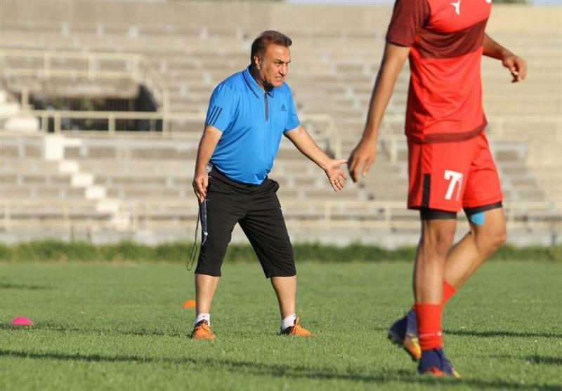 کاظمی: از عملکرد بازیکنانم یک درصد هم راضی نیستم، ای کاش در استادیوم پارس چمن می کاشتند!