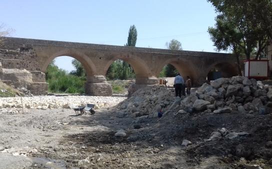 بخشی از عملیات مرمت پل نادری اردبیل به اتمام رسید
