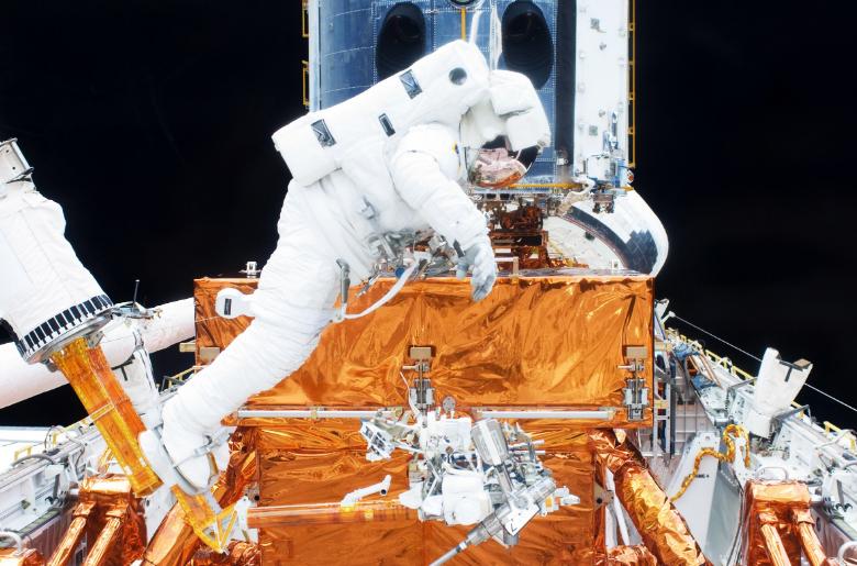 ساخت تلسکوپ های فضایی بزرگ از طریق ربات ها در آینده