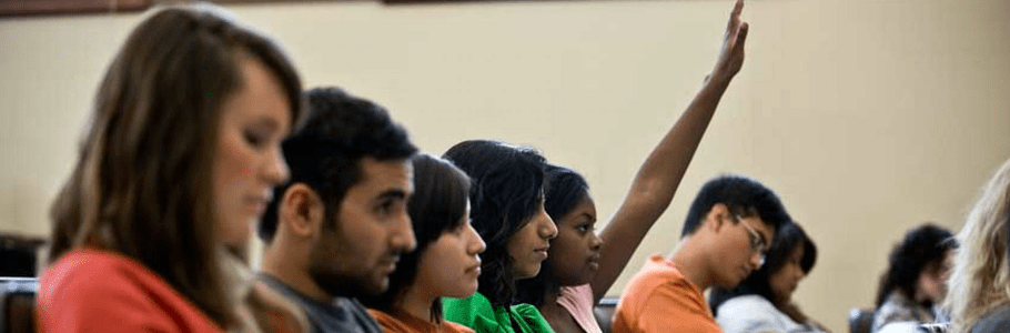 کانادا به تعداد بیشتری از دانشجویان خارجی اقامت می دهد