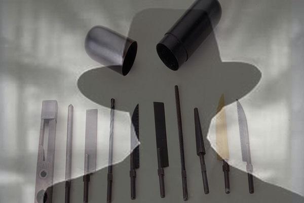 عجیب ترین ابزارهای جاسوسی که باورتان نمی شود؛ از موش مرده تا خنجری به شکل پیپ!