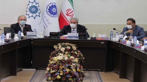 وزارت نیرو در زمینه تأمین برق با صنایع همکاری کند